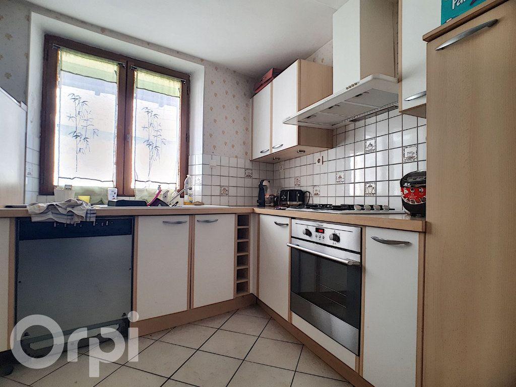 Maison à louer 4 100m2 à Châtillon-sur-Marne vignette-3