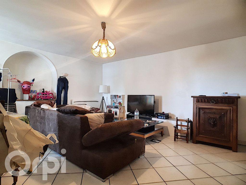 Maison à louer 4 100m2 à Châtillon-sur-Marne vignette-4