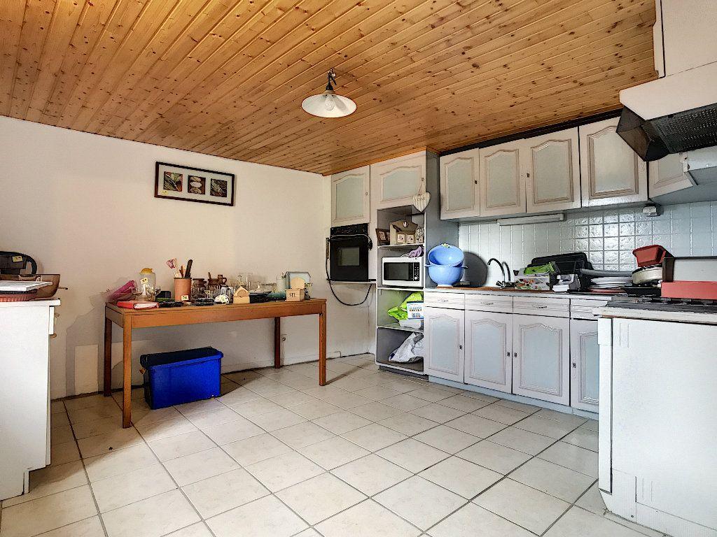 Maison à vendre 11 310m2 à Colombier-le-Vieux vignette-11