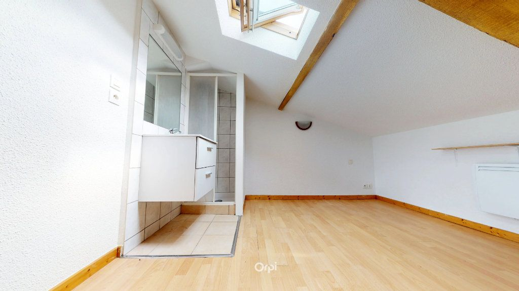 Appartement à louer 1 13.5m2 à Tournon-sur-Rhône vignette-3