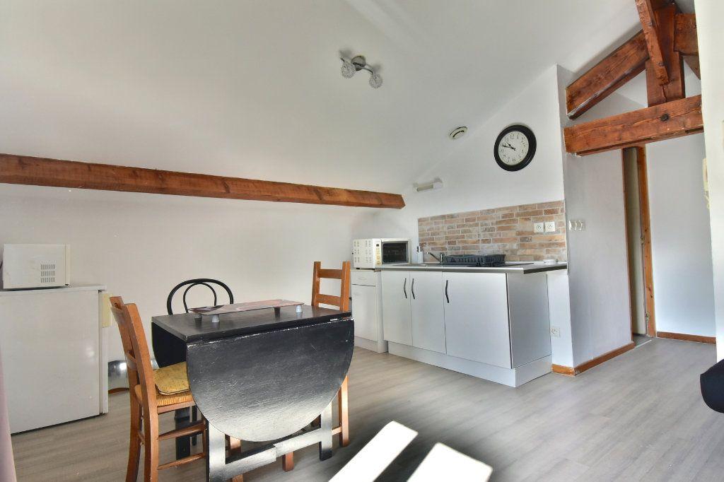 Appartement à louer 1 26.61m2 à Tournon-sur-Rhône vignette-1
