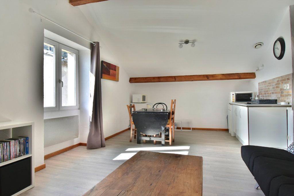 Appartement à louer 1 26.61m2 à Tournon-sur-Rhône vignette-3