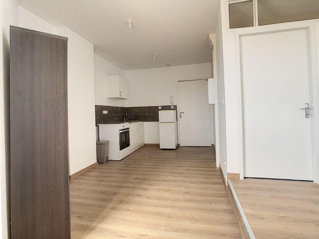 Appartement à louer 2 40.92m2 à Tournon-sur-Rhône vignette-2