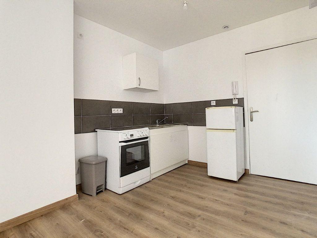 Appartement à louer 2 40.92m2 à Tournon-sur-Rhône vignette-3