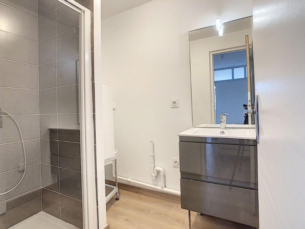 Appartement à louer 2 40.92m2 à Tournon-sur-Rhône vignette-6
