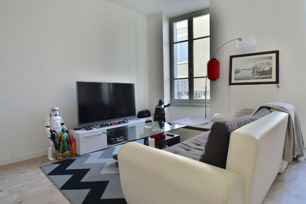 Appartement à louer 3 57m2 à Tournon-sur-Rhône vignette-1