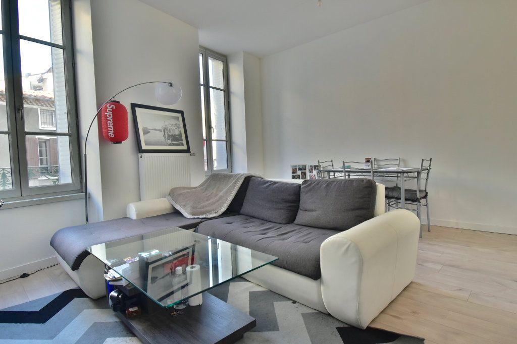Appartement à louer 3 57m2 à Tournon-sur-Rhône vignette-2