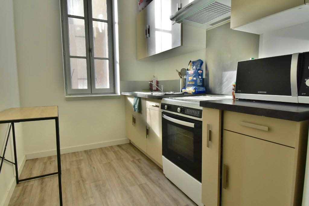 Appartement à louer 3 57m2 à Tournon-sur-Rhône vignette-3