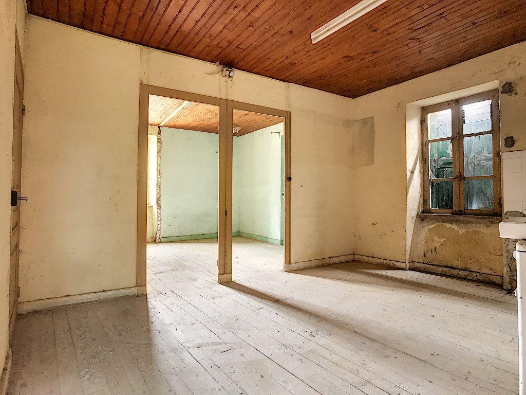 Maison à vendre 5 67m2 à Saint-Félicien vignette-4