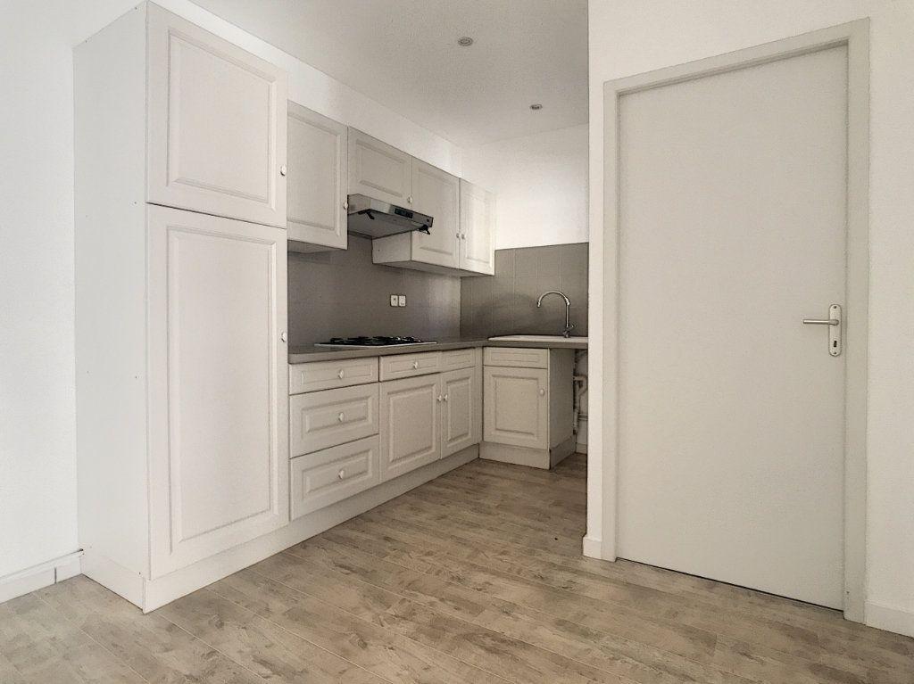 Appartement à louer 3 59.06m2 à Tain-l'Hermitage vignette-2