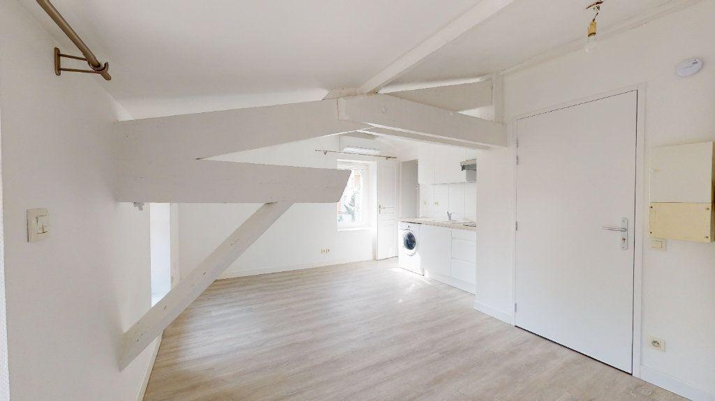 Appartement à louer 2 31m2 à Tournon-sur-Rhône vignette-1