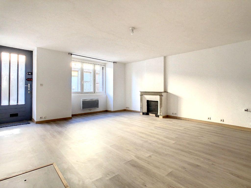 Appartement à louer 3 61.95m2 à Lamastre vignette-1