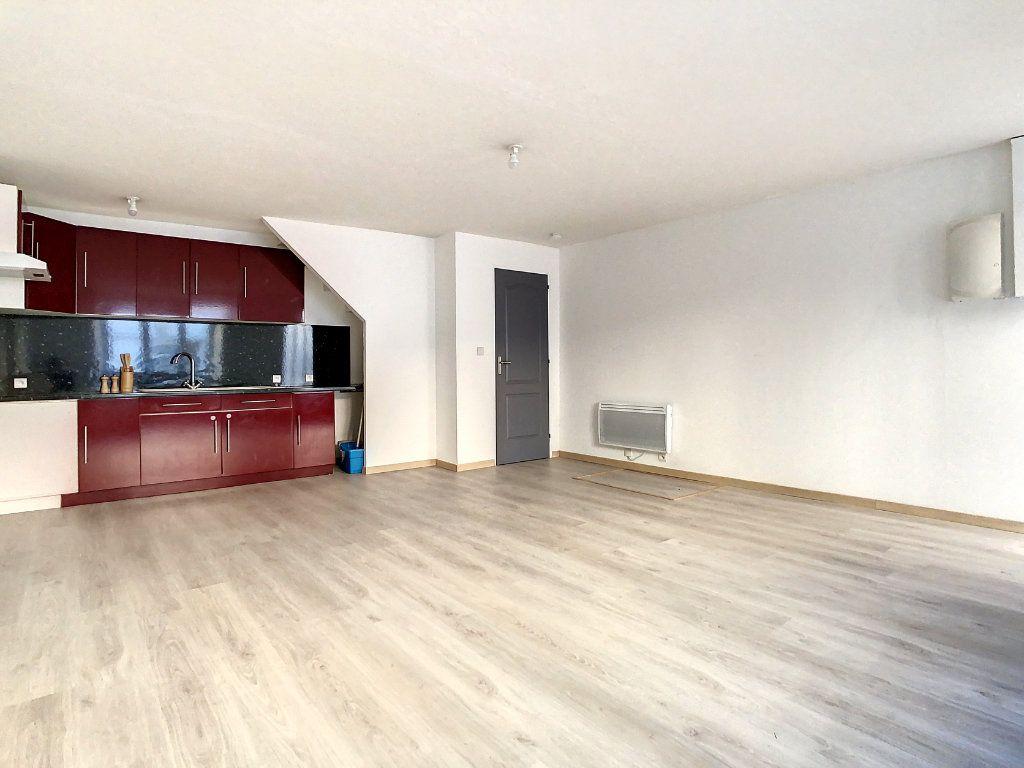 Appartement à louer 3 61.95m2 à Lamastre vignette-3