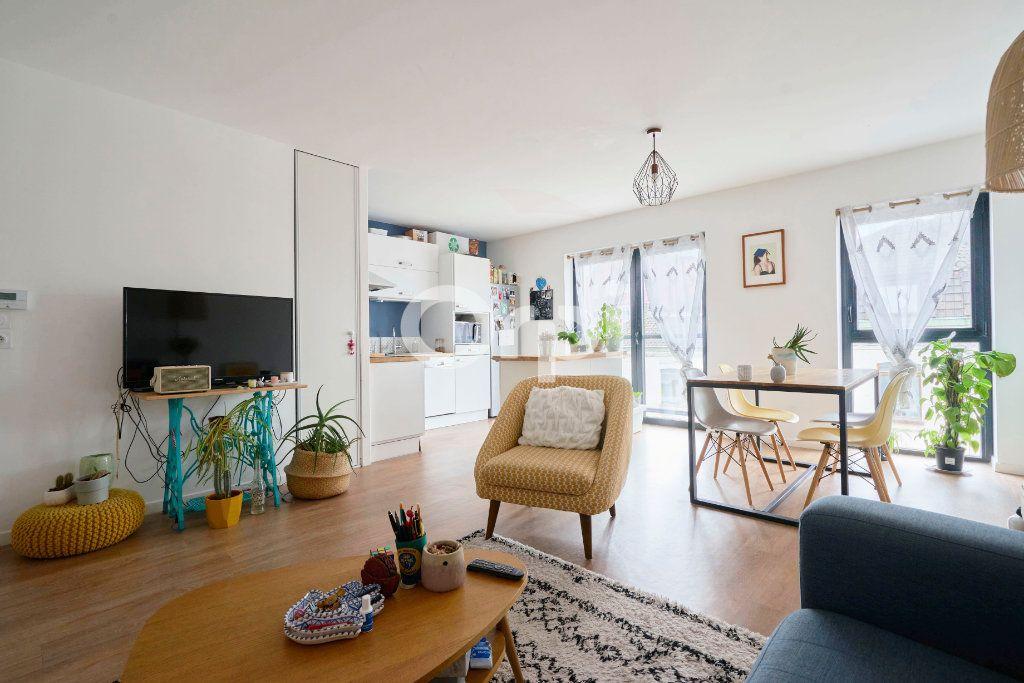 Appartement à vendre 3 67.99m2 à Lille vignette-1