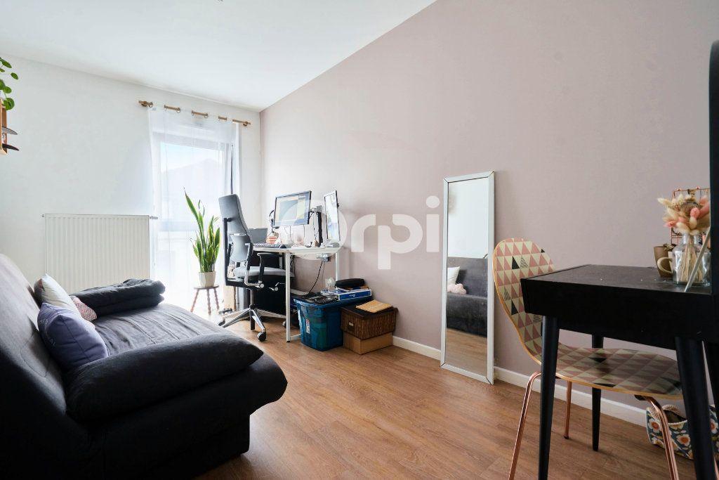 Appartement à vendre 3 67.99m2 à Lille vignette-6
