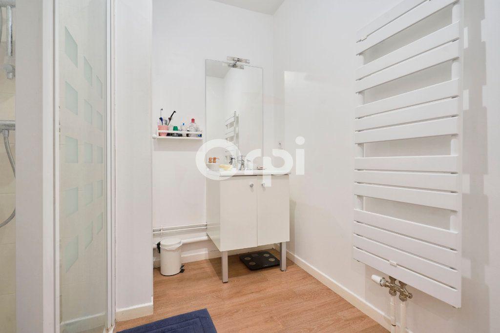 Appartement à vendre 3 67.99m2 à Lille vignette-7