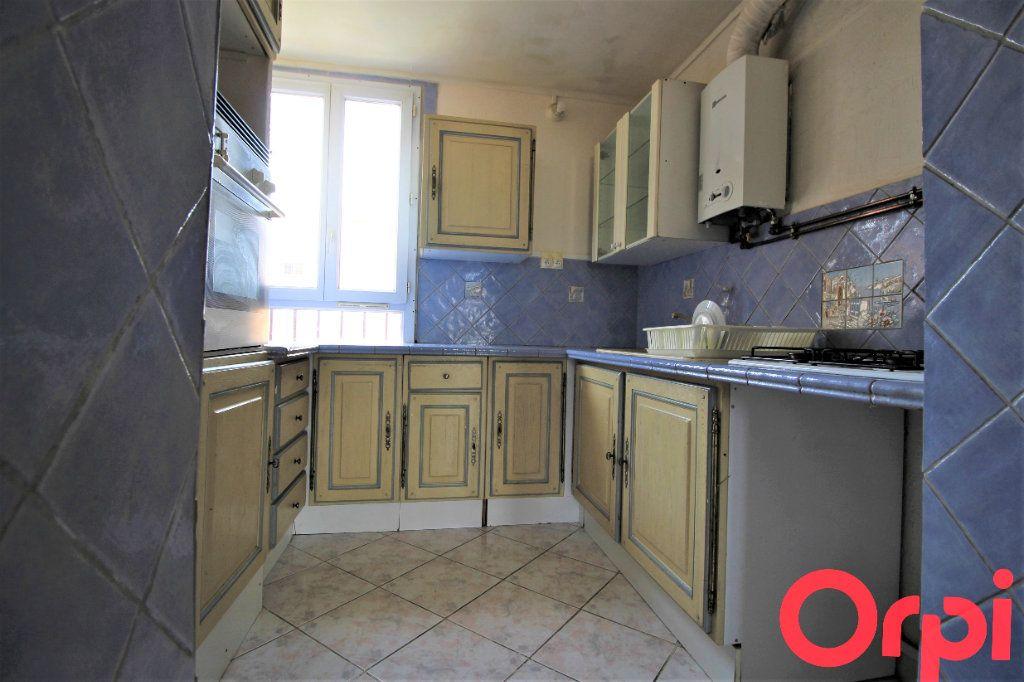 Appartement à vendre 4 66m2 à Marseille 9 vignette-2