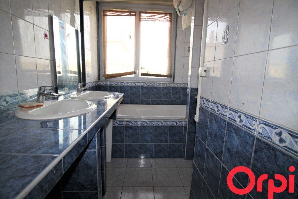 Appartement à vendre 4 66m2 à Marseille 9 vignette-5
