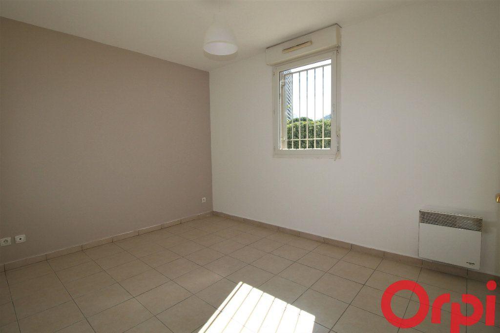 Appartement à vendre 3 62m2 à Marseille 9 vignette-4