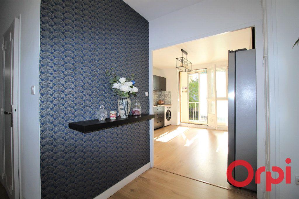 Appartement à vendre 4 83m2 à Marseille 10 vignette-2