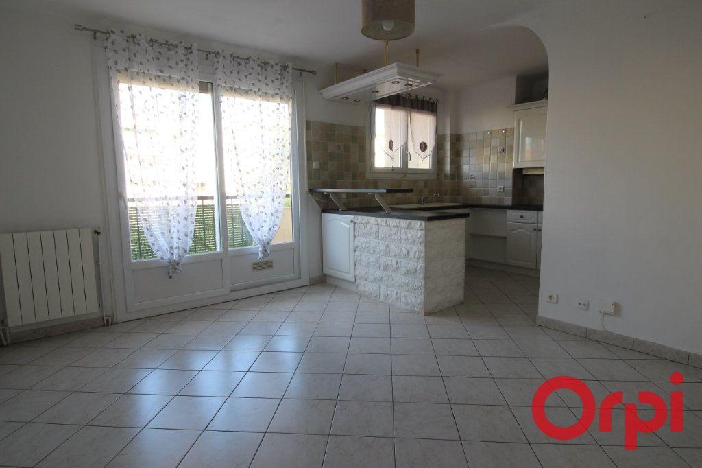 Appartement à louer 3 51m2 à Marseille 9 vignette-3