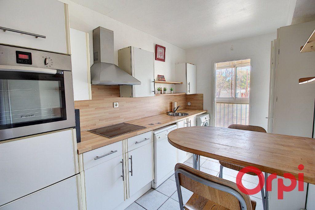 Appartement à vendre 3 63m2 à Marseille 9 vignette-2
