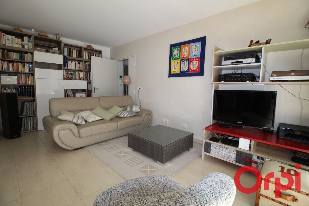 Appartement à vendre 3 63m2 à Marseille 8 vignette-1