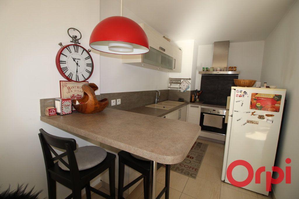 Appartement à vendre 3 63m2 à Marseille 8 vignette-2