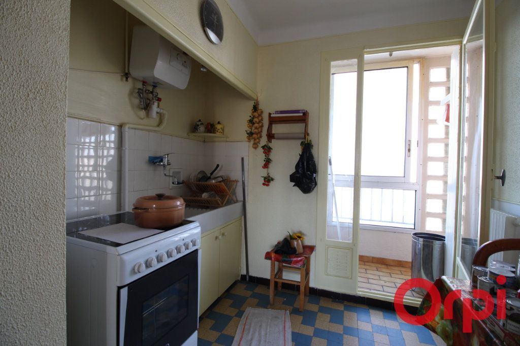 Appartement à louer 3 55m2 à Marseille 9 vignette-3