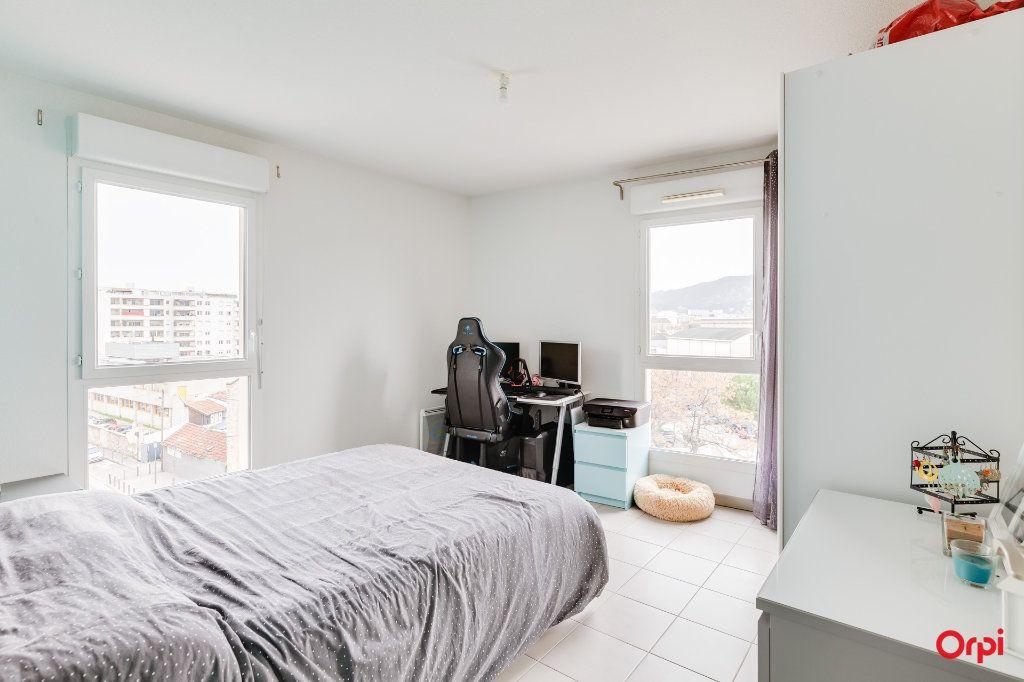 Appartement à vendre 3 65m2 à Marseille 10 vignette-3