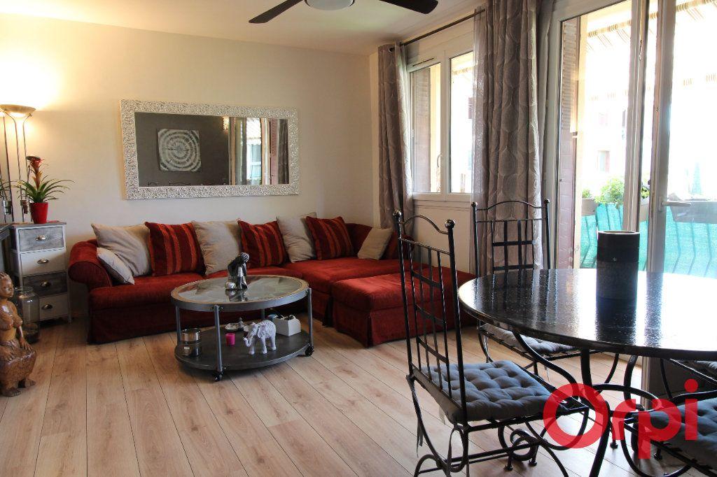 Appartement à vendre 4 70m2 à Aix-en-Provence vignette-1
