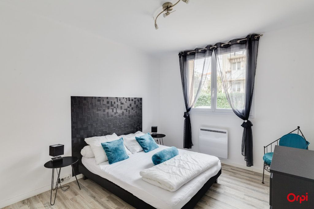 Appartement à vendre 3 54m2 à Marseille 8 vignette-4