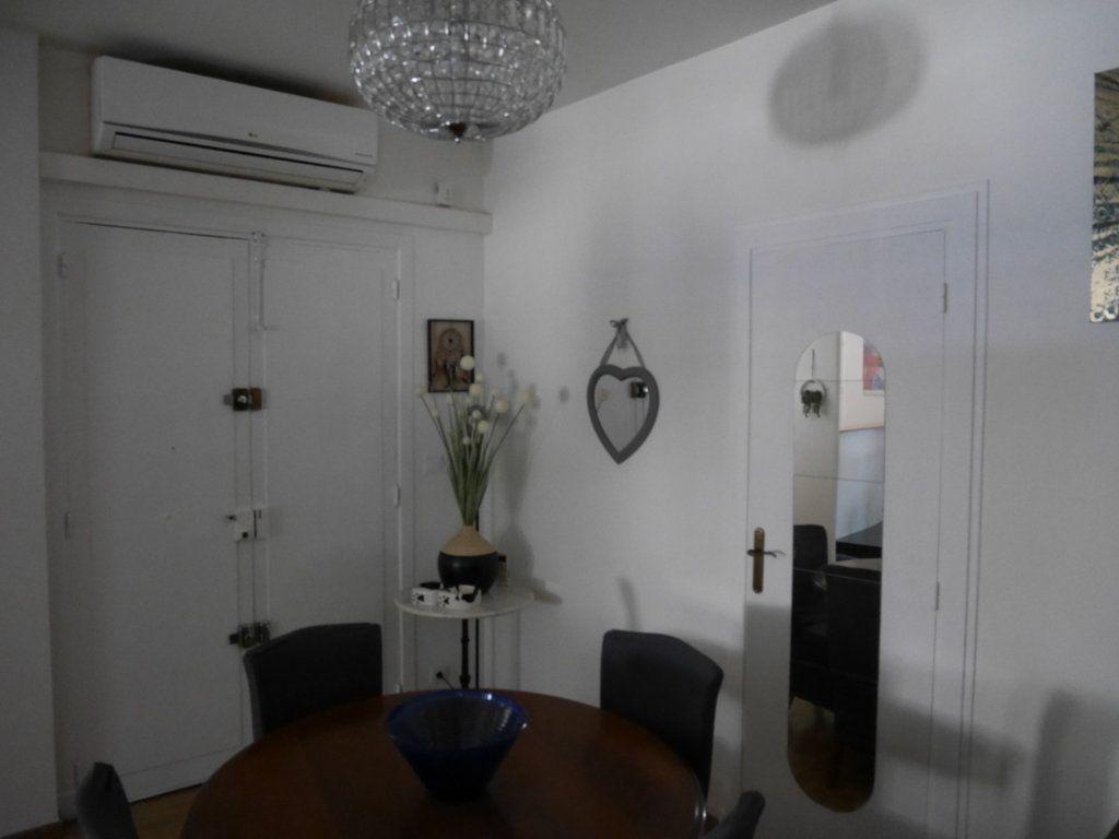 Appartement à louer 4 86m2 à Marseille 9 vignette-2