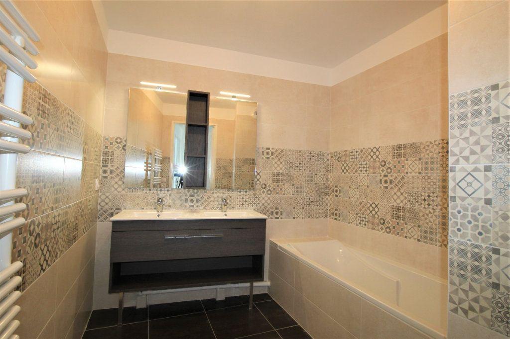 Appartement à vendre 4 82m2 à Marseille 8 vignette-6