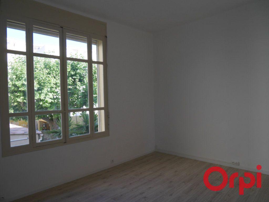 Appartement à louer 4 90m2 à Marseille 9 vignette-3