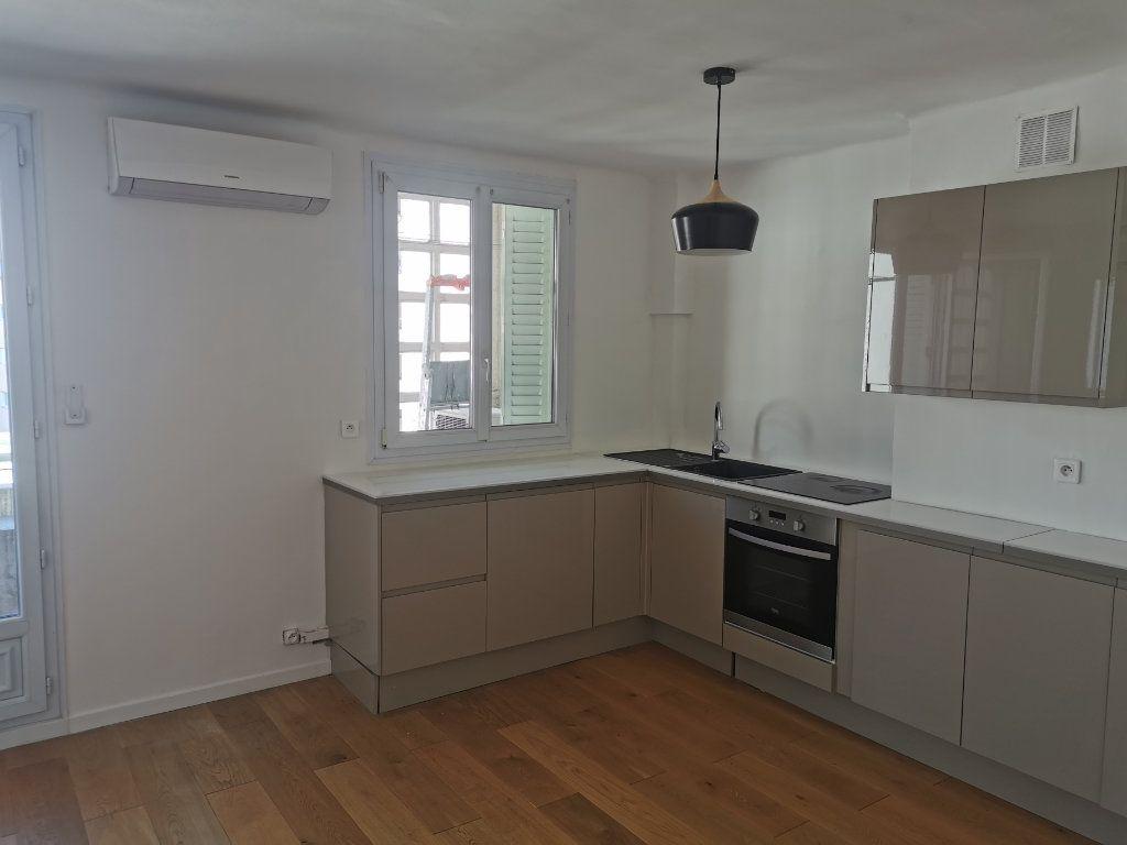 Appartement à louer 3 63m2 à Marseille 9 vignette-1
