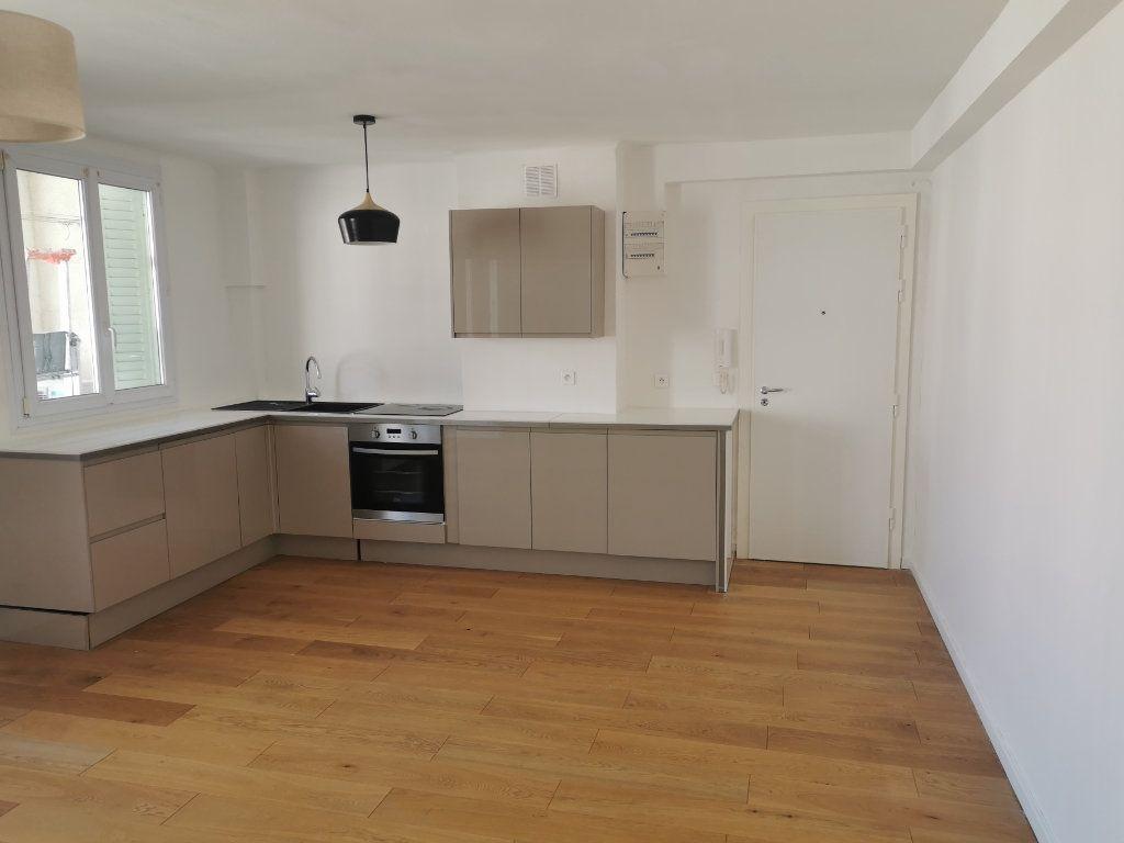 Appartement à louer 3 63m2 à Marseille 9 vignette-7