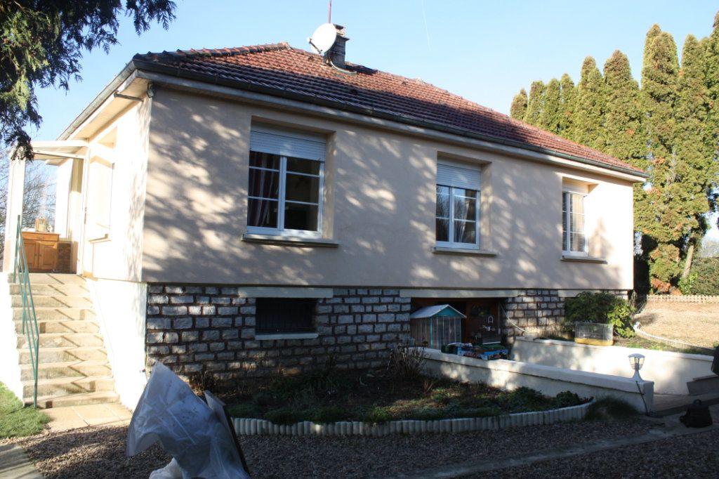 Maison à vendre 3 65m2 à Saints-Geosmes vignette-1