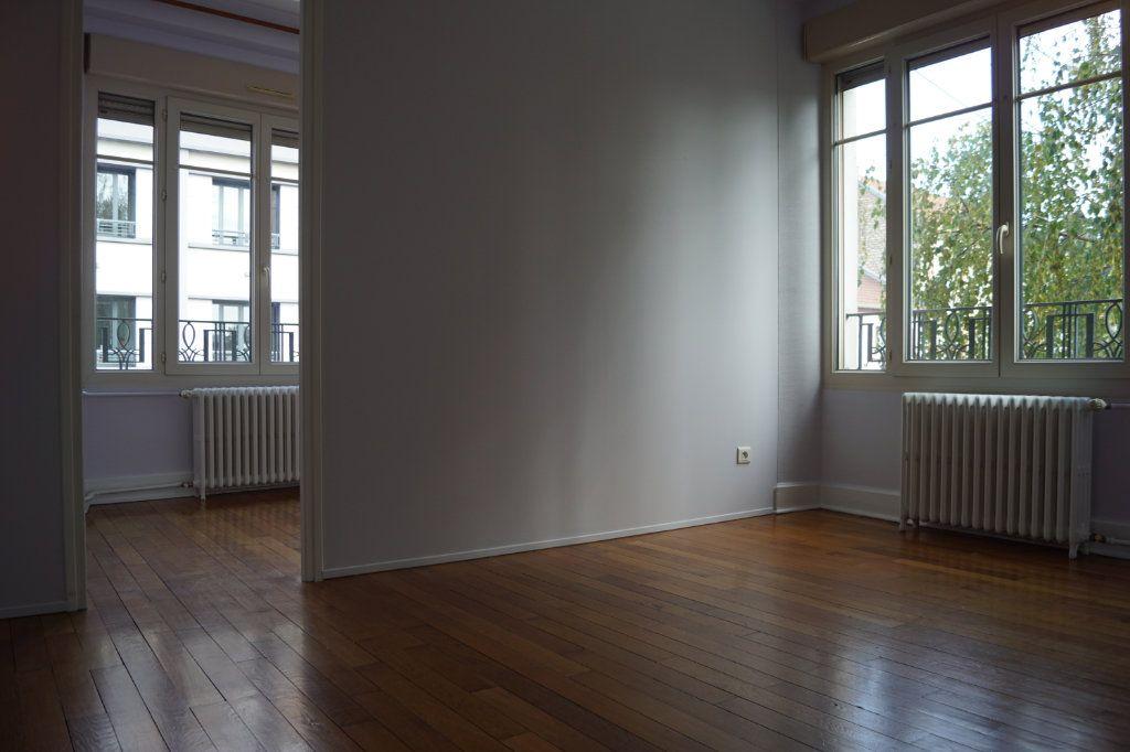 Appartement à louer 3 90m2 à Chaumont vignette-1
