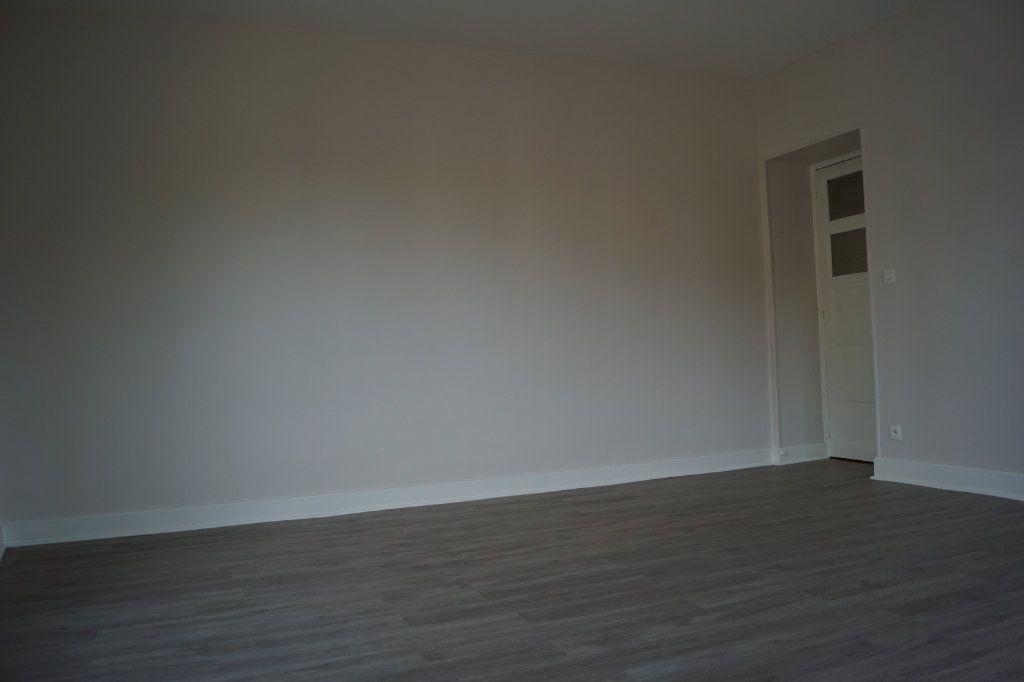 Appartement à louer 3 90m2 à Chaumont vignette-2