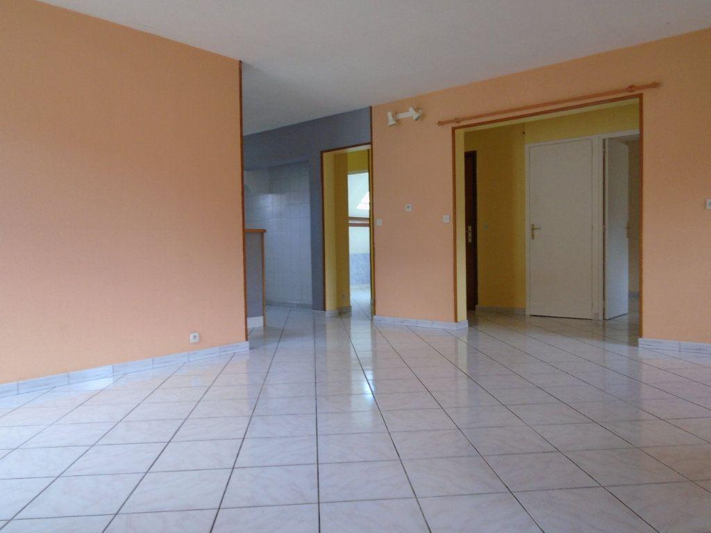 Appartement à louer 3 73.59m2 à Langres vignette-2