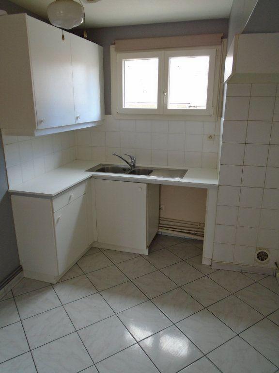 Appartement à louer 3 73.59m2 à Langres vignette-3