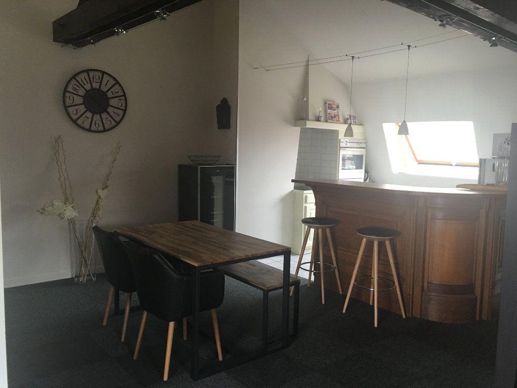 Appartement à louer 1 57m2 à Chaumont vignette-2