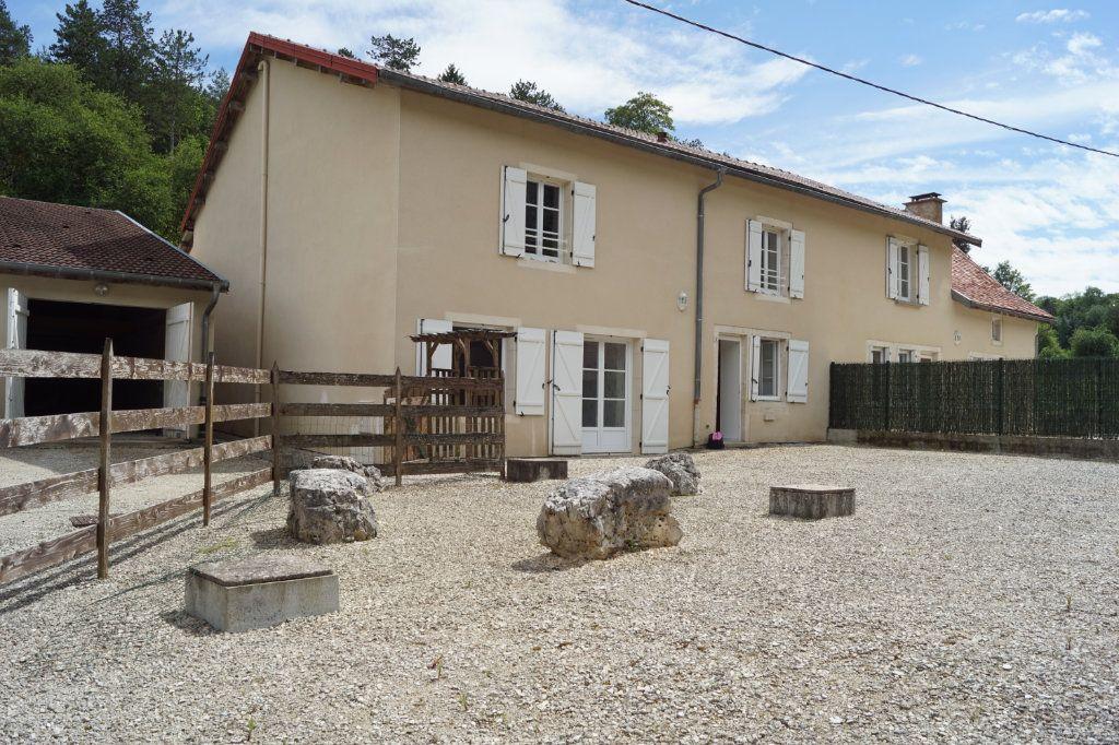 Maison à vendre 8 264.4m2 à Auberive vignette-1