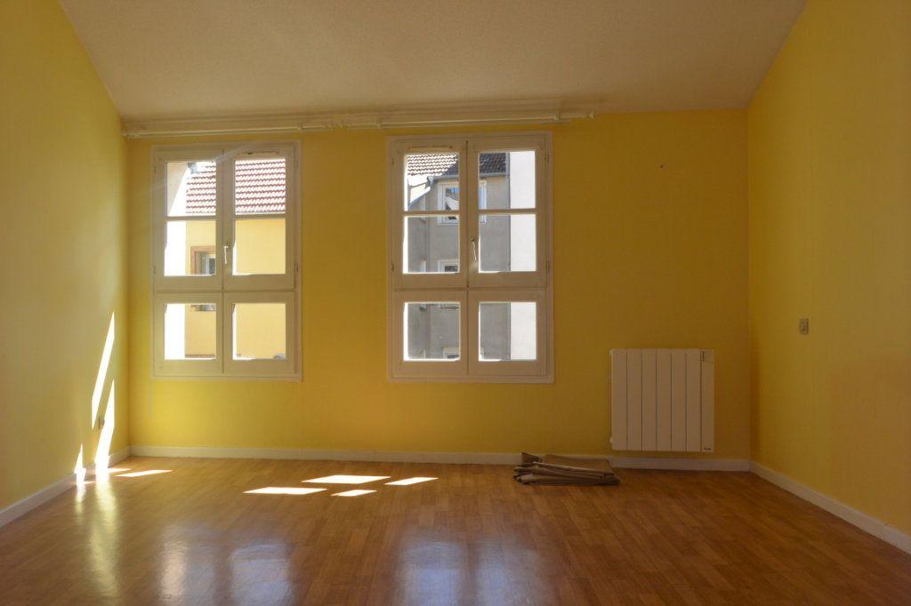Appartement à louer 3 72m2 à Langres vignette-2