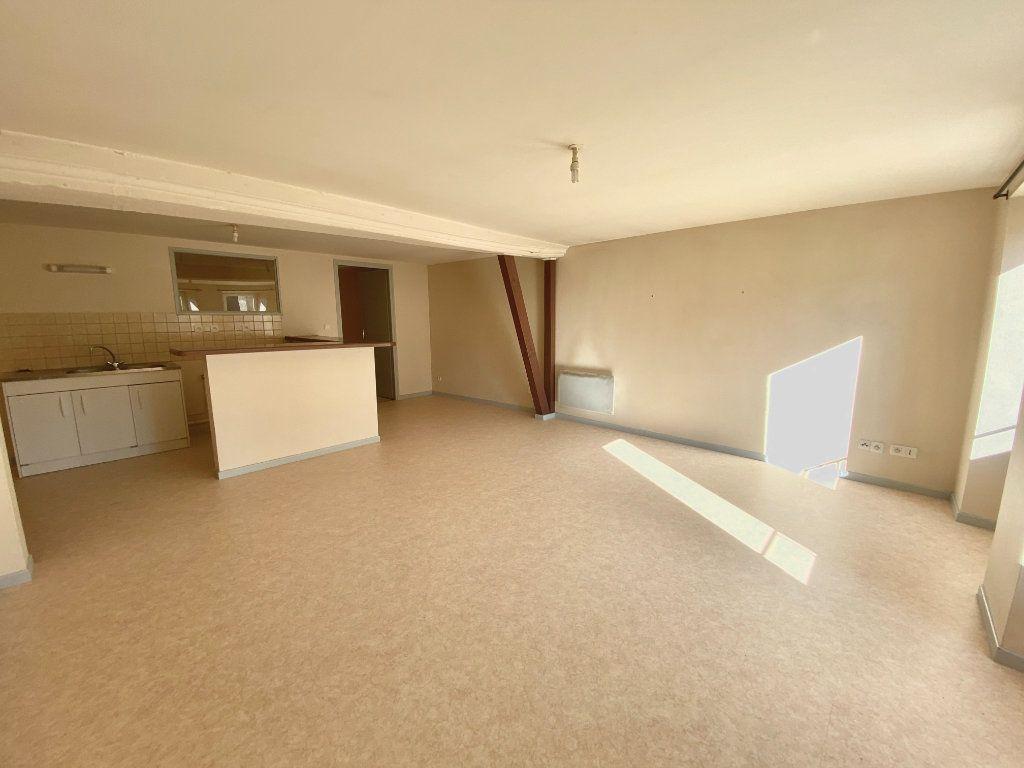 Appartement à louer 3 67m2 à Langres vignette-2
