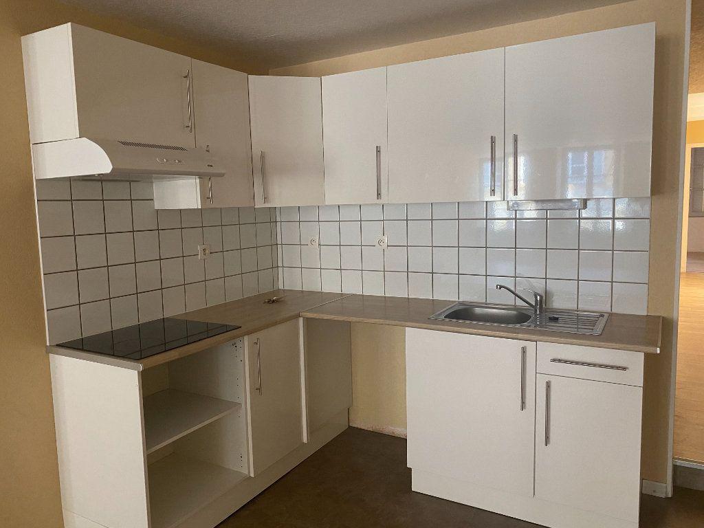 Appartement à louer 2 76m2 à Langres vignette-2