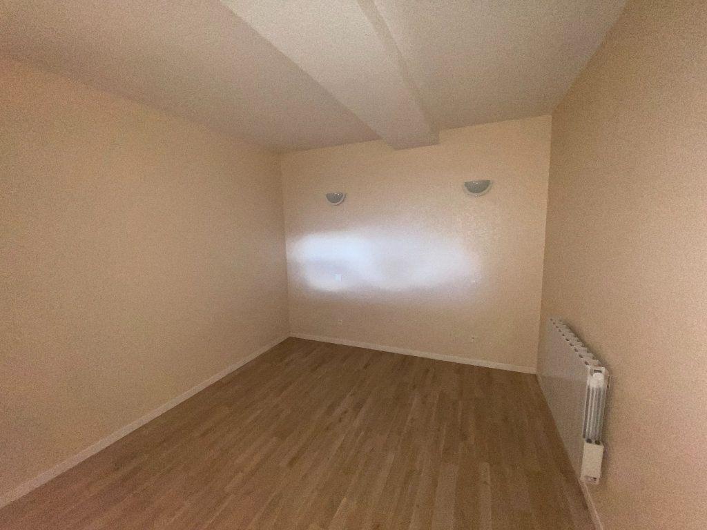 Appartement à louer 2 76m2 à Langres vignette-4