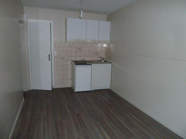 Appartement à louer 2 30m2 à Saint-Aignan vignette-2