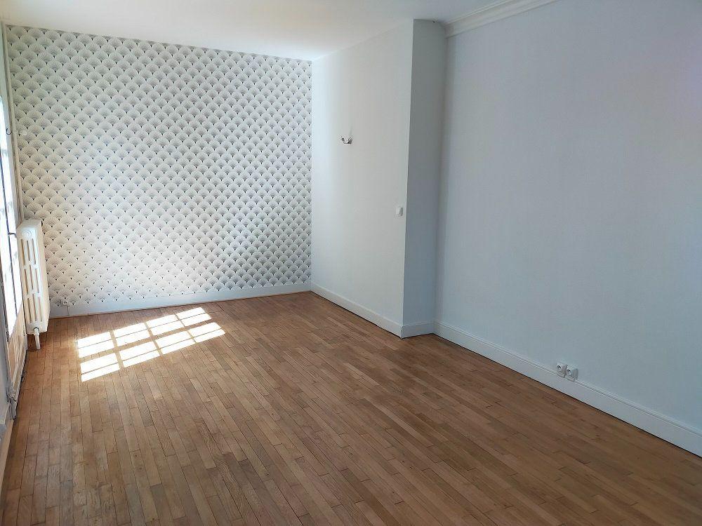 Maison à louer 4 80m2 à Noyers-sur-Cher vignette-3